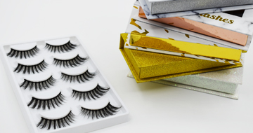 The contrast of false eyelashes material